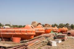 Reddingsboten voor verkoop in Alang Royalty-vrije Stock Foto
