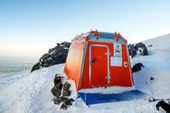 Reddingsschuilplaats op het Onderstel Elbrus Stock Foto's