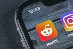 Reddit在苹果计算机iPhone x智能手机屏幕特写镜头的应用象 Reddit app象 Reddit是一个网上社会媒介网络 免版税图库摄影