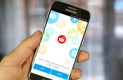 Reddit app em Samsung S7 Fotografia de Stock