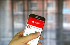 Reddit app på Samsung S7 Arkivbild