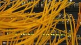 A rede ótica da fibra cabografa o painel e o interruptor de remendo filme