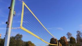 Rede amarela do voleibol no vento filme