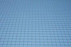 Rede com fundo do céu azul Fotos de Stock Royalty Free