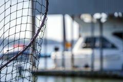 Rede com rede para pescar na baía foto de stock