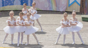 Rede das junge Ballerinen Schule-Studio Alla Dukhova stockbild