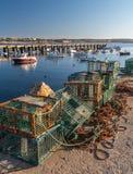 Rede de pesca do pescador nas docas foto de stock royalty free