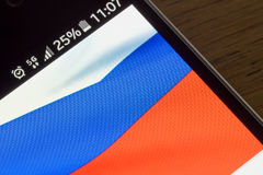 Rede de Smartphone 5G carga de 25 por cento e bandeira de Rússia Foto de Stock Royalty Free