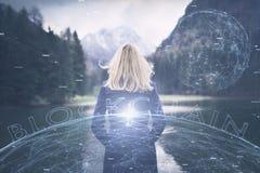 Rede do Cyberspace de Blockchain com uma mulher de negócio imagem de stock royalty free