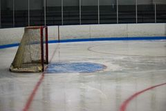 Rede do hóquei em gelo imediatamente antes de um jogo imagem de stock