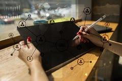 Rede do Social da estrutura dos ícones dos povos Hora Gestão de recursos humanos Internet do negócio e conceito da tecnologia Imagem de Stock Royalty Free