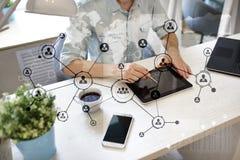 Rede do Social da estrutura dos ícones dos povos Hora Gestão de recursos humanos Internet do negócio e conceito da tecnologia Foto de Stock