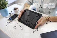 Rede do Social da estrutura dos ícones dos povos Hora Gestão de recursos humanos Internet do negócio e conceito da tecnologia Fotografia de Stock