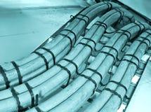 Rede e cabos distribuidores de corrente, circulação da informação abstrata no Internet Imagens de Stock