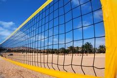 Rede e praia do voleibol da praia Foto de Stock Royalty Free