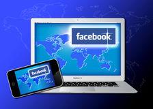 A rede social de Facebook alcançou em Macbook pro Foto de Stock