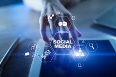 Rede social dos media Mercado de Digitas e conceito da propaganda foto de stock