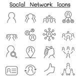 A rede social & o ícone social dos meios ajustaram-se na linha estilo fina ilustração royalty free