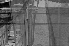 Rede transparente da janela quebrada fotografia de stock royalty free