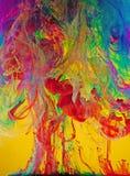 Redemoinhos vívidos de pinturas líquidas Imagens de Stock