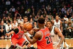 Redes contra o basquetebol dos touros no centro de Barclays Imagem de Stock Royalty Free