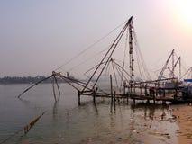 Redes de pesca chinas en el fuerte Kochi Foto de archivo