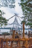 Redes de pesca chinesas a custo de kochi kerala imagem de stock royalty free