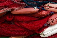 Redes de pesca con los flotadores Fondo con la red azul y roja imágenes de archivo libres de regalías