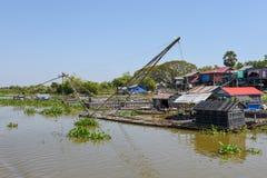 Redes de pesca em um rio do tributário ao lago sap de Tonle fotografia de stock royalty free