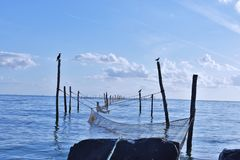 Redes de pesca en el mar fotos de archivo libres de regalías