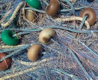 Redes de pesca en el puerto imagenes de archivo
