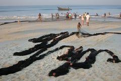 Redes de pesca na praia em Goa, Índia Imagens de Stock