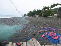 redes de pesca na praia imagens de stock royalty free