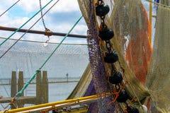 Redes de pesca que penduram em um barco fotografia de stock