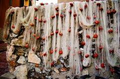 Redes de pesca que se secan en el área turística conocida como boccadasse en Génova Italia Imagen de archivo libre de regalías