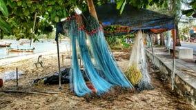 Redes de pesca que secam na costa Foto de Stock