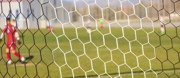 Redes do futebol e jogo de futebol na arena Fundo borrado dos jogadores Imagens de Stock Royalty Free