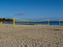 Redes do voleibol erigidas na praia fotografia de stock royalty free