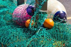 Redes e flutuadores de pesca na baía ocidental foto de stock