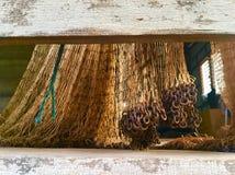Redes velhas para peixes de travamento foto de stock