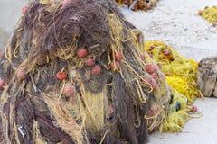 Redes y cuerdas de pesca imagenes de archivo