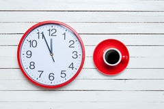 Redh clock and cup Royalty Free Stock Photography