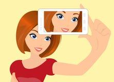 Redhair-Mädchen nimmt selfie Stockbild