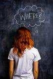 Redhead γυναίκα που ρωτά όπου στοκ εικόνα με δικαίωμα ελεύθερης χρήσης