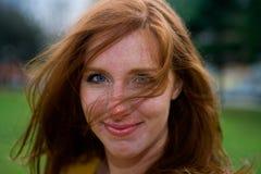 Redhead de ojos brillantes Imagen de archivo libre de regalías