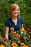 Redhead in den Ringelblumen Lizenzfreies Stockbild