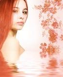 Redhead en agua rendida Imagenes de archivo