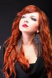 Redhead encantador - mulher de cabelo vermelha bonita nova Foto de Stock Royalty Free