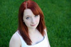 Redhead hermoso adolescente con las pecas Imagen de archivo libre de regalías