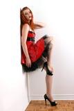 Redhead no vestido do PVC fotografia de stock